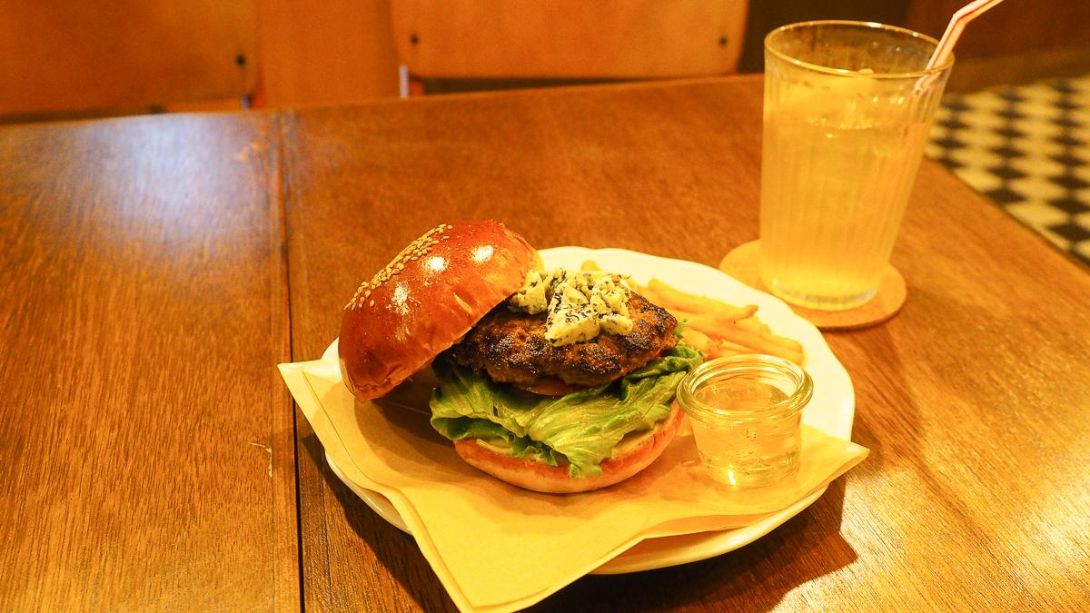 蔵前 ランチ おしゃれ バーガー グルメバーガー ハンバーガー クリームソーダ 喫茶店 チルトコ